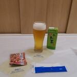 ANAラウンジ - パックのお茶がチェイサー(^^)d