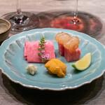 USHIGORO S. - 生雲丹と特選部位の牛刺し  牛ヒレの漬け牡丹海老添え