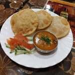 インド&バングラデシュ料理 ショナルガ - ダルプーリー 480円だよ