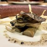 クリマ ディ トスカーナ - 三陸牡蠣コンフィ 青森ゴボウ トスカーナの香り 角度を変えて牡蠣の状態を分かり易くしてみました♪」