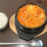 韓国料理 チェゴヤ - スンドゥブチゲに生卵トッピング¥971+税