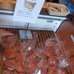 べいくはうすフェアリー 長坂インター店 - 一番人気のクリームパン。別格扱いです。