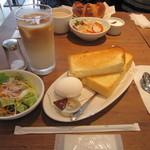 プロント - モーニングセット A 380円(トースト・ゆで卵・サラダ・ドリンク)