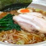 143968034 - 焼き海苔はスープに浸すと崩れやすい品です。玉子は、味玉とか煮玉子とかではなく茹で玉子という感じ。支那竹はコリコリ感シャクシャク感がないやわらかタイプ。叉焼はスープで温まると型崩れするやつです。