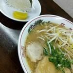 chuukasobayouki - 中華そば 650円とおむすび(1個) 100円