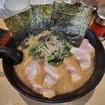 せい家 - 海苔3枚・コールド肉厚チャーシュー4枚・ほうれん草ふぁさ・チャーシューメン800円