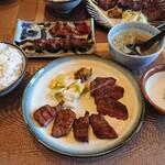 たんや 練 - 2種盛りランチ とろろ、麦めし(大盛り無料)、スープ、ドリンク付きです。