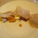 143997472 - 私は柿と白味噌のデセールを。