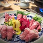 山形座 瀧波 - 料理写真:豚肉と牛肉のしゃぶしゃぶ。地元の珍しい野菜を巻いて、これは非常に美味しかった。