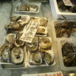 道の駅 氷見 海鮮市場 - 氷見産岩牡蠣