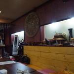 スイタイ - 店内はタイの小物などで飾られています