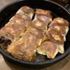 鉄なべ - 料理写真:餃子(二人前) カリカリに焼かれてます♡