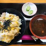 日本料理 高浜 - 料理写真:親子丼600円