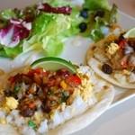 メキシカン 食堂TacoTaco - ピリ辛ミートとメキシコ風スクランブルエッグのタコス