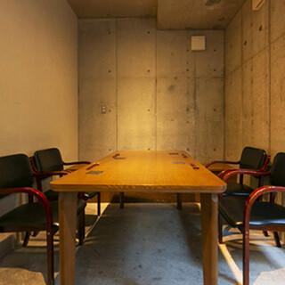 上質な大人の空間で、ごゆっくりとお食事をお楽しみください