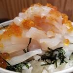 回転寿司函館まるかつ水産 - 山盛りいか刺し。