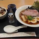 豊浜サービスエリア(上り) レストラン 千登世 - ラーメンモンスター味玉チャーシュ丼セット