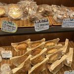 144018476 - 20時半で惣菜パンもまだ豊富!