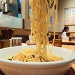 日高屋 - 味噌ラーメン540円税込大盛を細麺でオーダーしてアップ