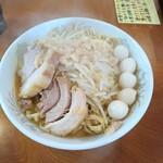 ラーメン二郎 - 小ラーメン+うずらの卵。