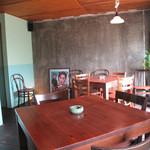 THAI CAFE KATI - ありがちな民芸調ではありません。タイの昔ながらのカフェをイメージしてあるそうです。