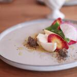 モノローグ - 前菜 季節野菜のバーニャカウダ風サラダ 金柑と麴のソース、ヒジキとエゴマのバーニャカウダクリーム☆