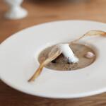モノローグ - スープ 牛蒡のクリームスープ、蓮根とゴマの揚げボール☆