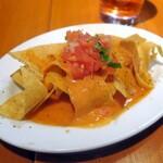 サルサカバナ - ピリ辛なサルサ、溶けたチーズとトルティーヤチップスの相性はバツグン