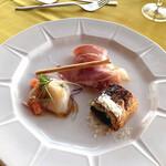 ラ・ラナリータ - 本日の前菜3種盛り合わせ ほうれん草のパイ包み プロシュート ホタテのマリネ