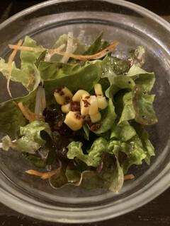 ミート屋 - 付け合わせのサラダ