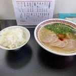 双喜紋 - 料理写真:先ずはラーメンとご飯がカウンターに運ばれて来ました。