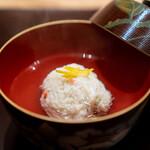 新地 やま本 - お椀  柴山の松葉蟹の真薯