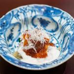 新地 やま本 - 河豚 白子 皮の湯引き 河豚の煮凝り ポン酢のジュレ かつお菜 黒七味