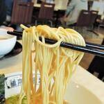 河童ラーメン本舗 - ストレート麺