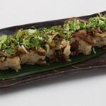 大衆酒場肉のオカヤマ - 〈ディナー〉牛すき押し寿司