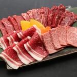 大衆酒場肉のオカヤマ - 〈ディナー〉焼き肉盛り合わせ3種類ご用意しております!(1980円~)