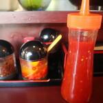 ババ ミャンマー ヌードル - 卓上にある調味料