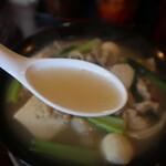 ババ ミャンマー ヌードル - ミックスチェーオーのスープ