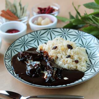黒毛和牛をふんだんに使用した、味わい深い欧風ビーフカレー。