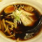 麺屋 マルニ - 醤油ラーメン 700円