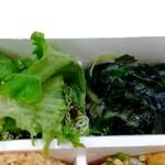 パリヤ - ハーブとキヌアのガーデングリーンサラダ すりおろし玉葱ドレッシング、わかめと青ネギの酢味噌あえ ♪