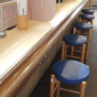 感染症対策!!席数を減らし間隔を広げております。