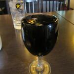 アキタカ - 文字通りの「なみなみワイン」