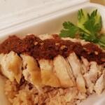 ガパオウ - 鶏肉とソース