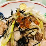 田丸屋本店 - 豚肉とネギと昆布の炒め物にトッピング