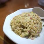 hakatara-menshinshin - 半チャーハン・・パラパラ仕上げ。お味が薄いので、主人はお醤油やラー油を足していました。