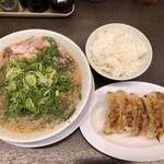 来来亭 - 餃子定食ねぎ多め ¥950