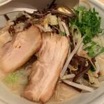TOKYO豚骨BASE MADE by博多一風堂 - 豚骨 白 タンメン野菜 910円(税込)