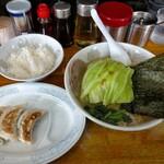 横浜ラーメン厨房 うえむらや - Aセット250円(半ライス+餃子3個)