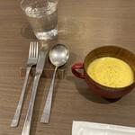 144093308 - カボチャスープ、カトラリーはキレイでした。                       氷の入ったお水、大好き